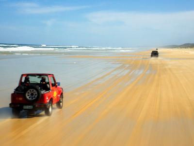 Four Wheel Drives, Seventy Five Mile Beach, Fraser Island, Queensland, Australia-David Wall-Photographic Print
