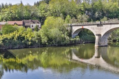 https://imgc.artprintimages.com/img/print/france-lot-river-stone-bridge-over-the-lot-river_u-l-q1gaz810.jpg?p=0