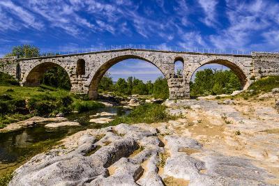 France, Provence, Vaucluse, Bonnieux, River Calavon, Roman Stone Arched Bridge Pont Julien-Udo Siebig-Photographic Print