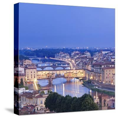 Italy, Italia. Tuscany, Toscana. Firenze District. Florence, Firenze. Ponte Vecchio and Arno River