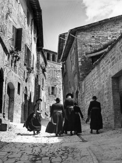 Franciscan Monks Walking Up the Via Porta Perlicinin-Alfred Eisenstaedt-Photographic Print