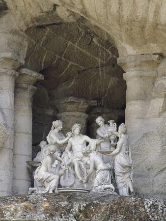 """Vue du parc : bosquet des Bains d'Apollon : """"Apollon servi par les Nymphes"""""""