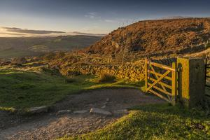 View of Curbar Edge from Baslow Edge, Baslow, Peak District National Park, Derbyshire, England, Uni by Frank Fell