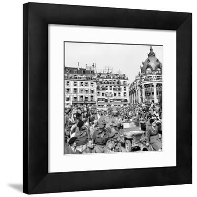 Allied Forces and French Civilians Celebrating the Liberation of Paris, Hotel De La Ville