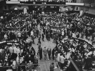 https://imgc.artprintimages.com/img/print/frantic-day-at-the-new-york-stock-exchange-during-the-market-crash_u-l-p75gsv0.jpg?p=0