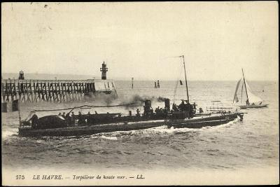Französisches Kriegsschiff Im Hafen, Segelboot--Giclee Print