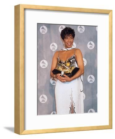 Natalie Cole Cradles Her Statues, 34th Annual Grammy Awards, February 25, 1992