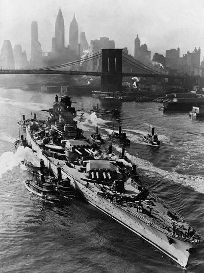 French Battleship Richelieu Passes Brooklyn Bridge--Photographic Print
