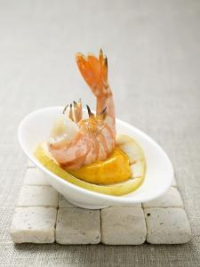 Fried Prawn with Dip on Slice of Lemon