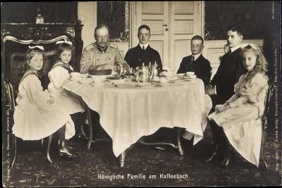 Friedrich August Iii Von Sachsen, Familie, Tisch--Giclee Print