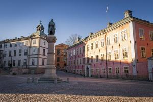 Birger Jarls Square, Stenbock Palace, Statue by Frina