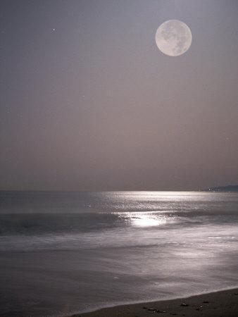 https://imgc.artprintimages.com/img/print/full-moon_u-l-p3gsme0.jpg?artPerspective=n