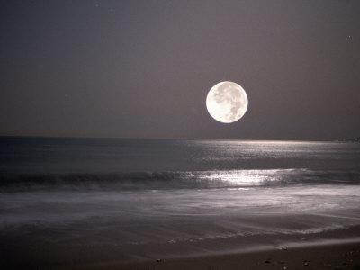 https://imgc.artprintimages.com/img/print/full-moon_u-l-pxyq9k0.jpg?p=0