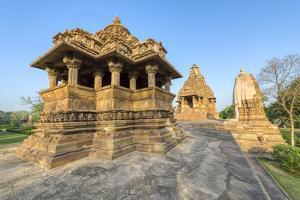 Nandi and Visvanatha temples, Khajuraho Group of Monuments, Madhya Pradesh state, India by G&M Therin-Weise
