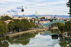 Peace Bridge over the Mtkvari River, designed by Italian architect Michele de Lucci, Tbilisi, Georg by G&M Therin-Weise