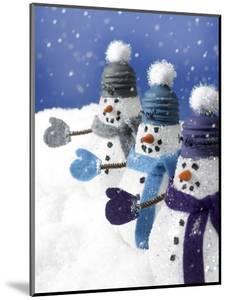 Snowmen in a Row by Gaetano