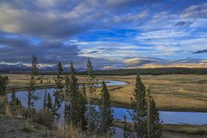 S Curve Hayden Valley by Galloimages Online