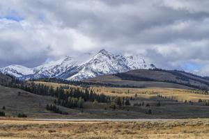 Swan Lake And Electric Peak by Galloimages Online
