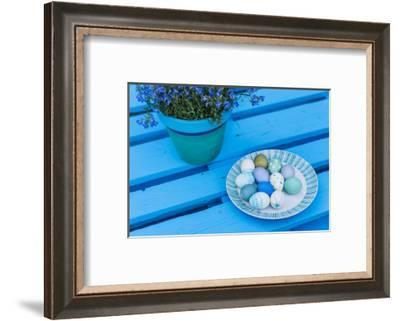 Garden, pallets, Easter decoration, eggs, flowers, detail,-mauritius images-Framed Photographic Print