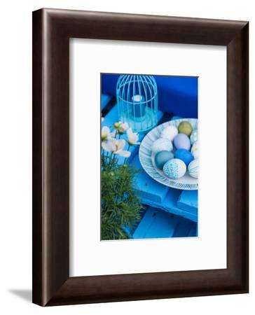 Garden, sofa made of pallets, Easter decoration, detail,-mauritius images-Framed Photographic Print
