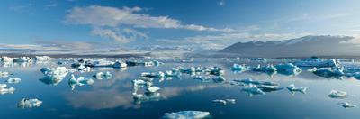 Icebergs in Jokulsarlon Lagoon, Beneath Breidamerkurjokull Glacier, Sudhurland, Iceland