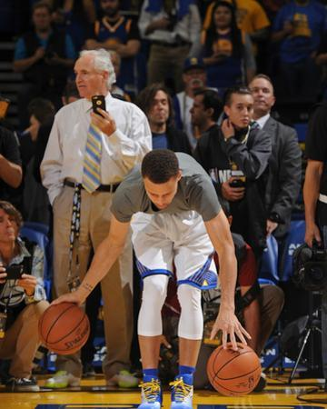 Stephen Curry #30 Warms Up - Golden State Warriors vs Memphis Grizzlies, April 13, 2016