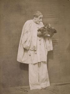 Pierrot à la corbeille de fruits by Gaspard Félix Tournachon