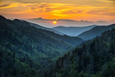 https://imgc.artprintimages.com/img/print/gatlinburg-tn-great-smoky-mountains-national-park-scenic-sunset-landscape_u-l-q11gp460.jpg?p=0
