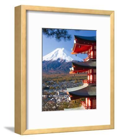 Japan, Central Honshu (Chubu), Fuji-Hakone-Izu National Park, Mount Fuji Capped in Snow