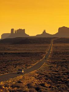 Monument Valley, Utah, USA by Gavin Hellier