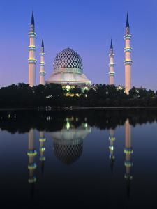 Mosque, Shah Alam, Selangor Region, Malaysia by Gavin Hellier