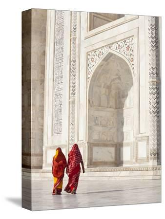 Taj Mahal, UNESCO World Heritage Site, Women in Colourful Saris, Agra, Uttar Pradesh State, India,