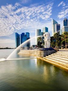 The Merlion Statue with the City Skyline in the Background, Marina Bay, Singapore by Gavin Hellier