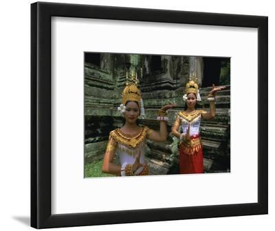 Traditional Cambodian Dancers, Angkor Wat, Siem Reap, Cambodia, Indochina, Asia