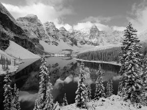 Wenkchemna Peaks and Moraine Lake, Banff National Park, Alberta, Canada by Gavin Hellier