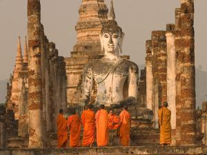 Wat Mahathat, Thailand by Gavriel Jecan