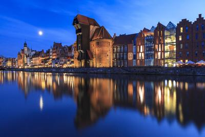 https://imgc.artprintimages.com/img/print/gdansk-old-town-on-the-banks-of-motlawa-river-pomeranian-voivodeship-poland_u-l-q19oe9p0.jpg?p=0