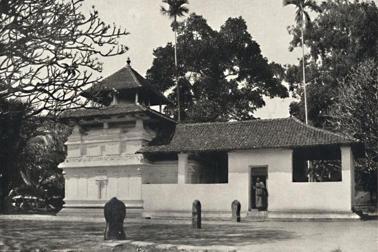 'Gedige Vihara, Kandy (Beispiel eines buddhistischen Tempels im Stile eines Hinduheiligtums, Dewale-Unknown-Photographic Print