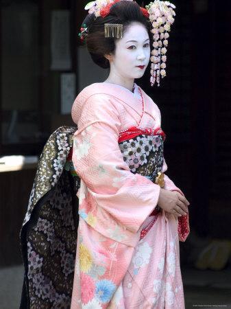 https://imgc.artprintimages.com/img/print/geisha-maiko-trainee-geisha-in-gion-kyoto-city-honshu-japan_u-l-p1ngg50.jpg?p=0