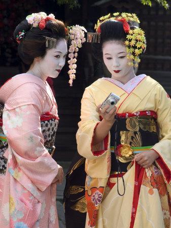 https://imgc.artprintimages.com/img/print/geisha-maiko-trainee-geisha-in-gion-kyoto-city-honshu-japan_u-l-p1ngh80.jpg?p=0