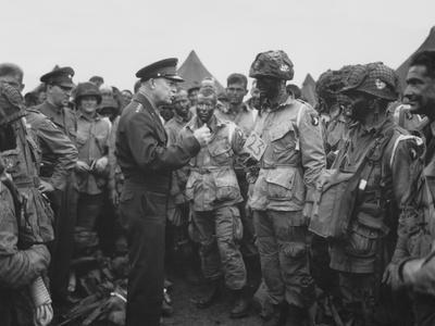 https://imgc.artprintimages.com/img/print/general-dwight-d-eisenhower-talking-with-soldiers-of-the-101st-airborne-division_u-l-pj48xr0.jpg?p=0