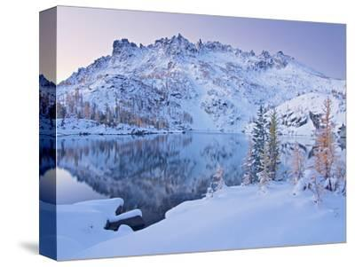 Early Winter Comes to Leprechaun Lake in the Enchantment Lakes Basin