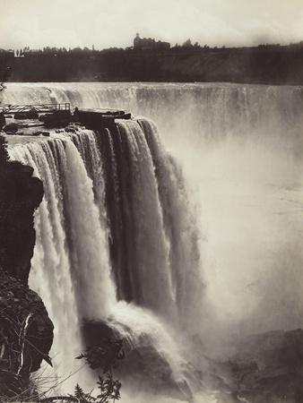 Les chutes du Niagara, au fond, vue de la ville