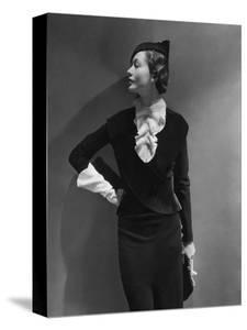 Vogue - September 1933 - Toto Koopman Turned to Profile by George Hoyningen-Huen?