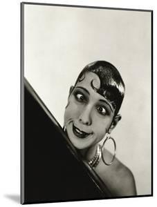 Vanity Fair - October 1934 by George Hoyningen-Huené