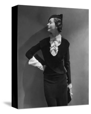Vogue - September 1933 - Toto Koopman Turned to Profile
