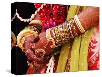 Bejewelled Bride with Henna Hands at Mumbai Wedding