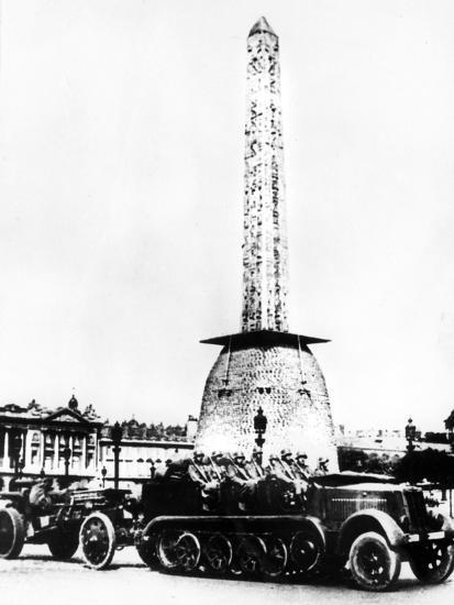 German Artillery Driving Through the Place De La Concorde, Paris, 1940--Giclee Print