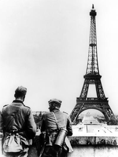 German Soldiers at the Eiffel Tower, Paris, June 1940--Photographic Print