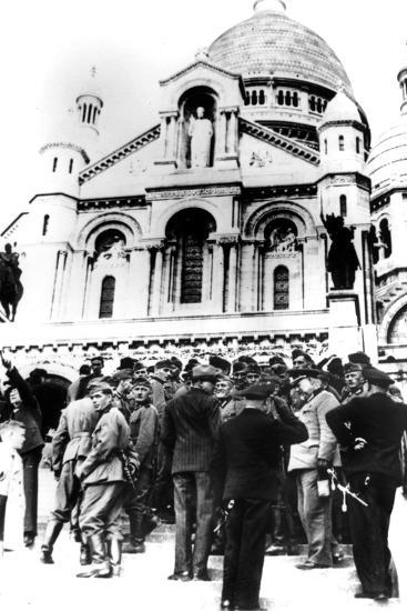 German Soldiers Outside the Sacre Coeur, Montmartre, Paris, 10 October 1940--Photographic Print